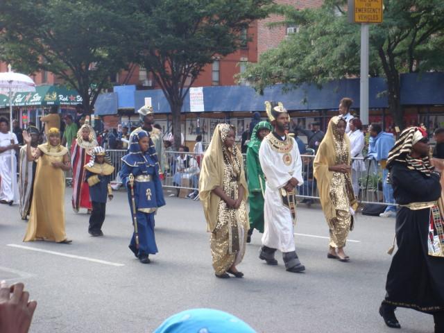 20070916-african-american-parade-02-egyptian-motiff.jpg
