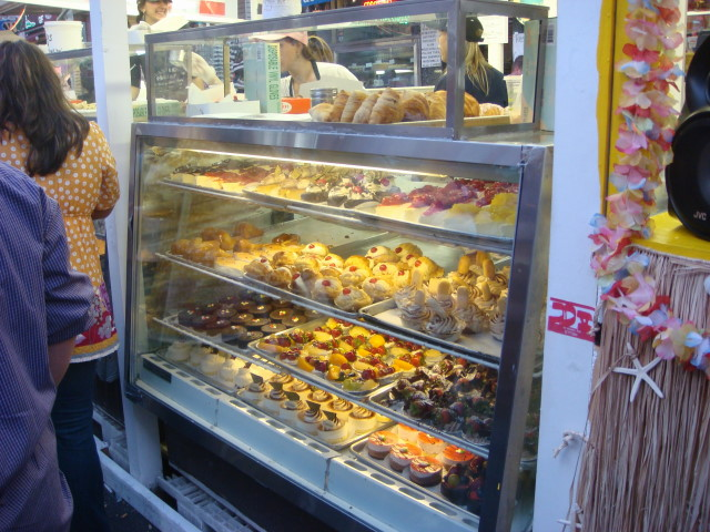 20070919-feast-of-san-gennaro-23-desserts.jpg