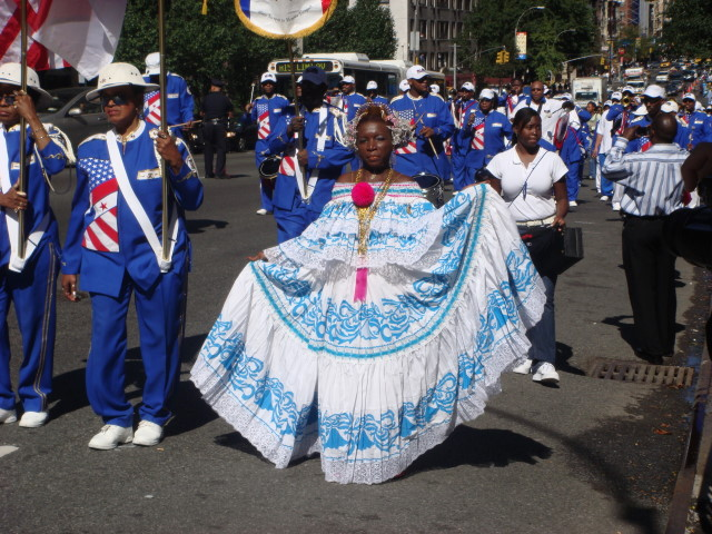 20070929-nigerian-parade-09-woman-in-dress.jpg