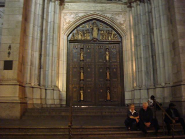 20070929-5th-ave-03-st-patricks-door.jpg