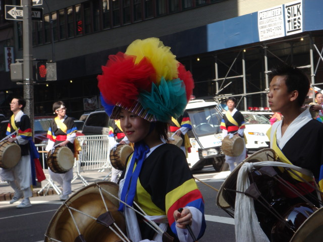 20071006-korean-parade-05-colorful-drummer.jpg
