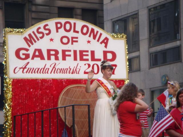 20071007-pulaski-parade-58-miss-polonia-of-garfield-amada-konarski.jpg