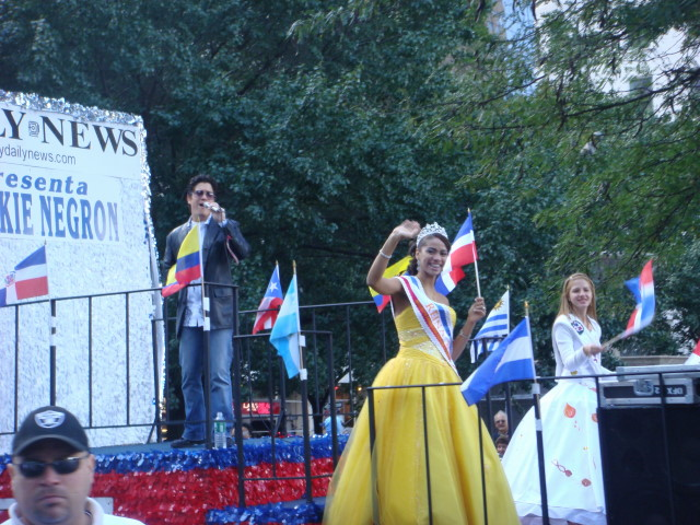 20071014-hispanic-columbus-day-14-daily-new-beauty-queen.jpg