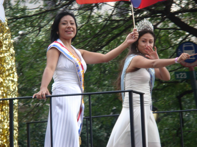 20071014-hispanic-columbus-day-47-chilean-beauty-queens.jpg