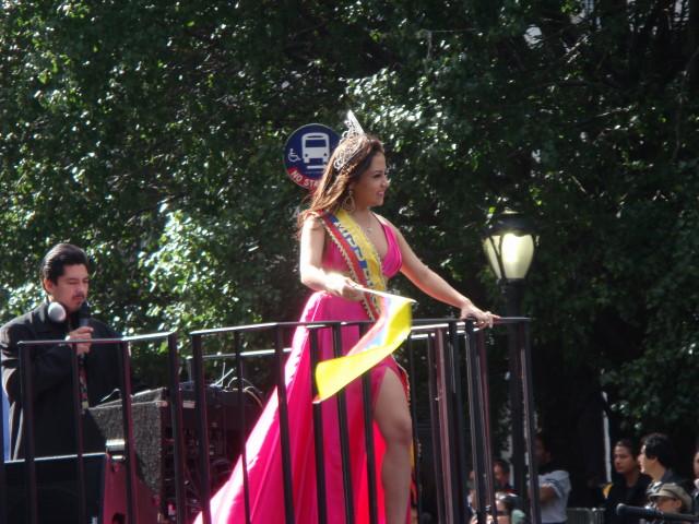 20071014-hispanic-columbus-day-63-ecuadorian-beauty-queen-alexandra.jpg