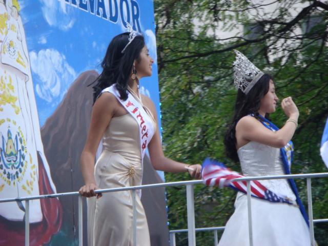 20071014-hispanic-columbus-day-69-el-salvador-beauty-queens.jpg