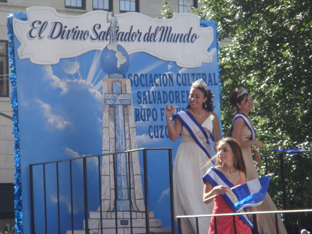 20071014-hispanic-columbus-day-71-el-salvador-beauty-queen-margarita-martinez.jpg
