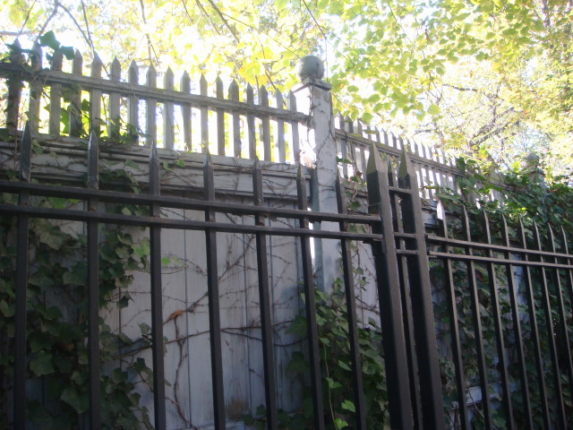 20071104-gracie-mansion-13-double-fence.jpg