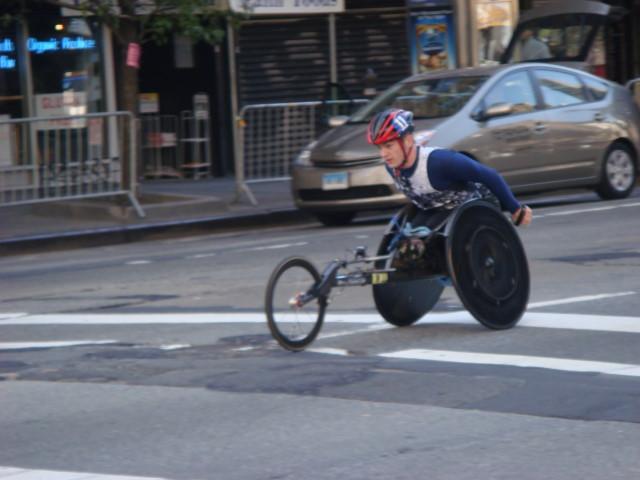 20071104-ny-marathon-07-wheelchair-racer.jpg
