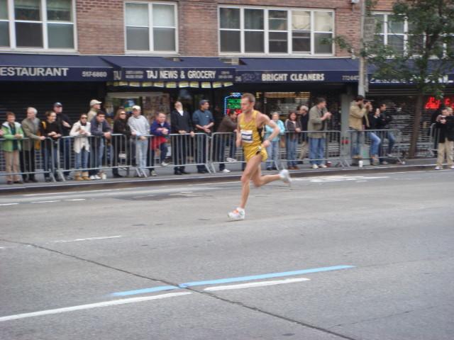 20071104-ny-marathon-46-runner.jpg