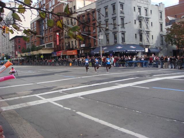 20071104-ny-marathon-52-runners-with-bigger-crowds.jpg