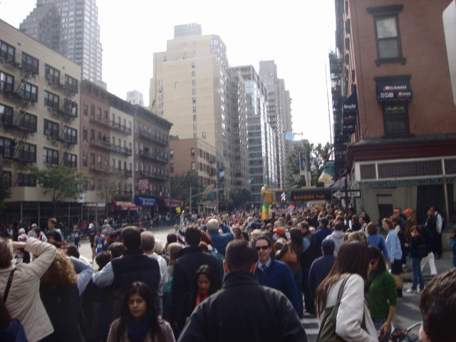 20071104-ny-marathon-64-crowd-at-intersection.jpg