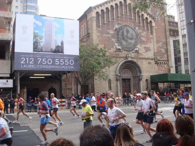 20071104-ny-marathon-68-runners.jpg