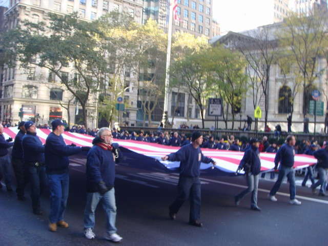 20071111-veterans-day-parade-14-wtc-marchers-with-giant-flag.jpg