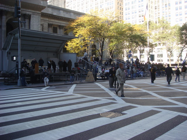 20071111-veterans-day-parade-44-crowds-on-viewing-stand.jpg