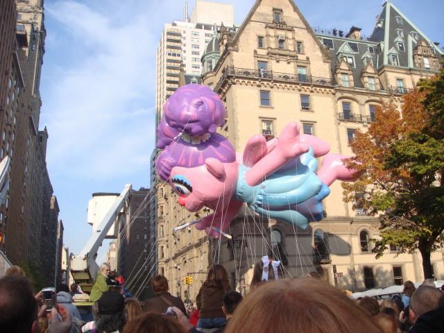 20071122-macys-thanksgiving-parade-10-first-big-balloon.jpg