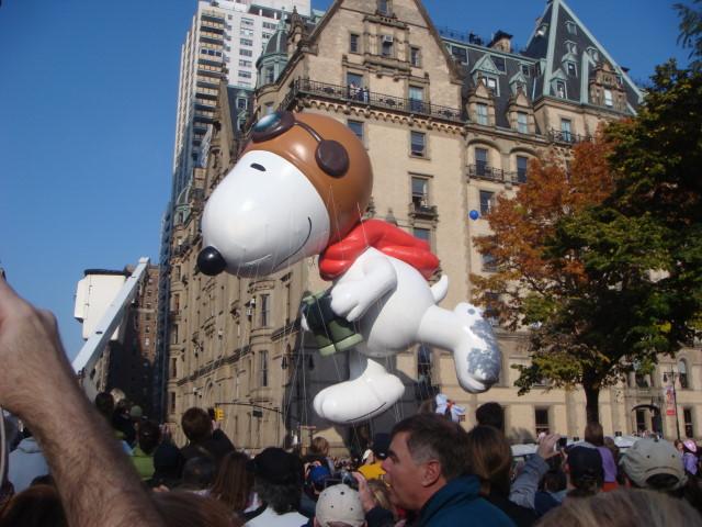 20071122-macys-thanksgiving-parade-17-snoopy-balloon.jpg