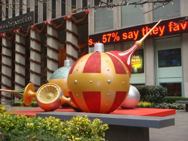 071209-christmas-decorations-at-fox-studios-02.jpg