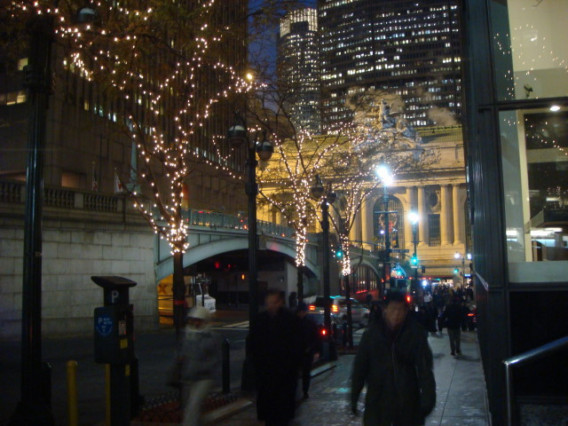 071209-christmas-lights-03-near-grand-central.jpg