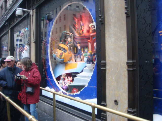 20071202-saks-christmas-display-05-window.jpg