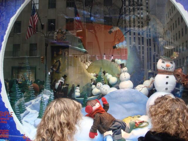 20071202-saks-christmas-display-09-window.jpg