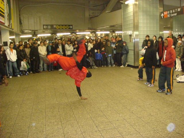 20071230-break-dancers-02.jpg