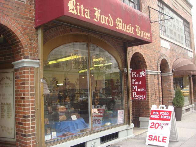 20080126-rita-ford-music-boxes-00.jpg