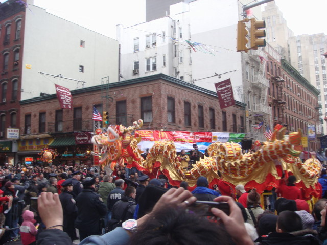 20080210-chinatown-parade-19-cool-dragon-07.jpg