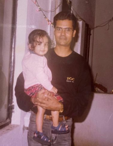 Anushka Sen childhood image