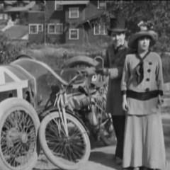Mabel at the Wheel - Charlie Chaplin, Mabel Normand