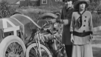 Mabel at the Wheel - Charlie Chaplin, Mabel Normand