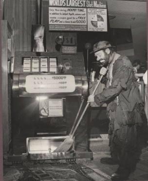 Emmett Kelly Sr. sweeping ... the slot machine