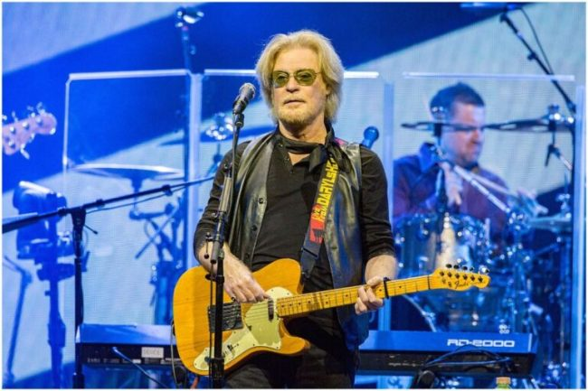 Daryl Hall - Net Worth, Ex-Wife (Amanda Aspinall), Age, Biography - Famous People Today