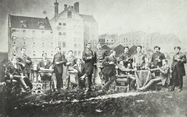 Happy times in front of the HEINEKEN brewery in Rotterdam in 1875