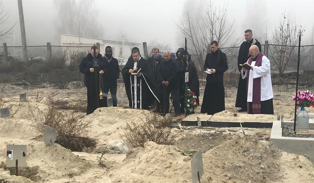 Vincentian Family in Kyiv (Ukraine) Visited the Graves of Homeless People to Pray for the Souls of the Dead