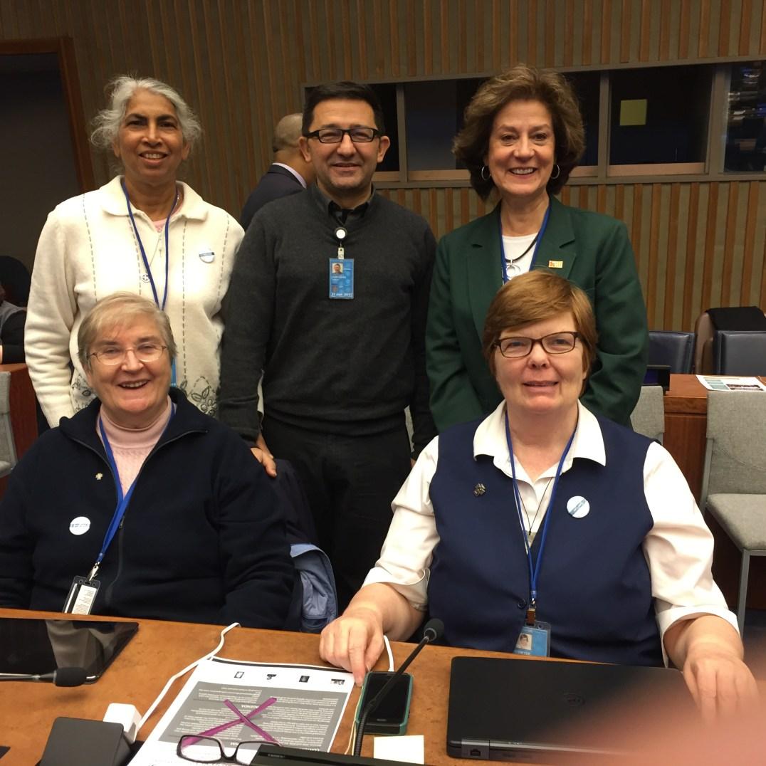 Al frente: Catherine Prendergast, HC; Margaret O'Dwyer, HC; Atrás: Teresa Kotturan, SCN; Guillermo Campuzano, CM; y Natalie Boone, AIC