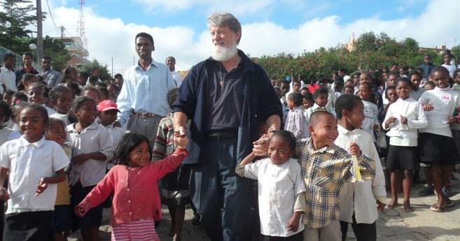 ¡Los pobres me han evangelizado!, dice misionero argentino P. Opeka