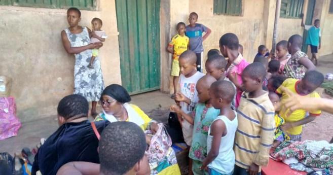 Las damas de la caridad reparten ayudas en Umuagwu (Nigeria)