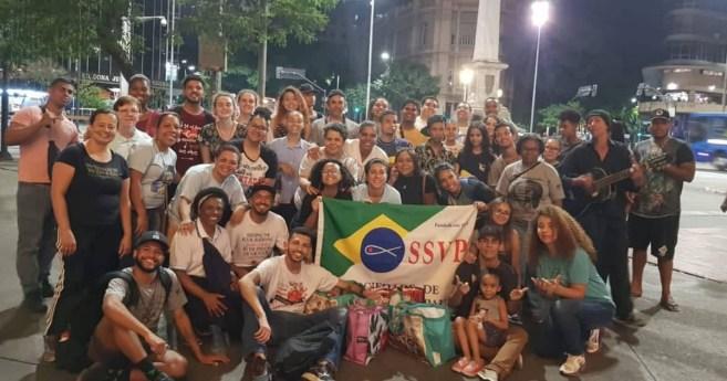 Jóvenes Vicentinos distribuyen comida y atención en las calles de Belo Horizonte (Brasil)