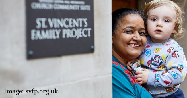 Caridad londinense realiza drásticas adaptaciones para brindar apoyo a las familias vulnerables