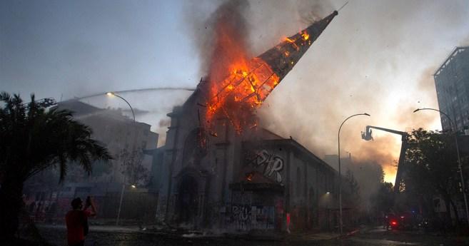 El incendio de iglesias es un ataque a la libertad religiosa