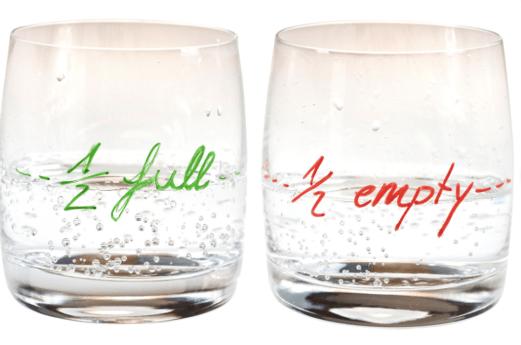 ¿Está tu vaso medio vacío o medio lleno?