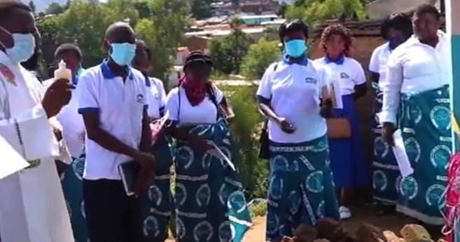 Construcción de casas para familias necesitadas en Malawi