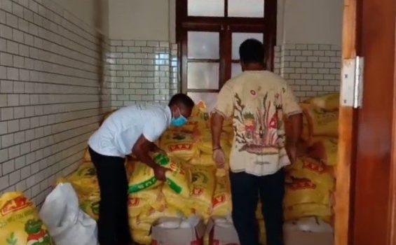 Fratelli che raccolgono le scorte di cibo, Timor Leste