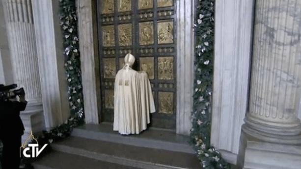 Miłosierdzie ponad sąd – homilia Papieża Franciszka na otwarcie Roku Jubileuszowego