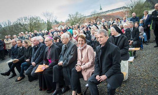 Na pierwszym planie od prawej: Christian Lagger, prezes Anton Paar Gmbh, obok Maria Santner prokurentka firmy