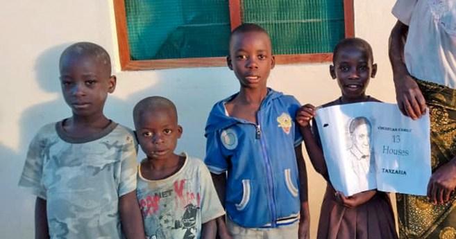 """Trazendo sorrisos na Tanzânia com a Campanha """"13 Casas"""""""