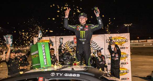 Ty Gibbs charges to victory at Toledo Speedway in the ARCA Menards Series' first Sioux Chief Showdown event on Saturday evening.