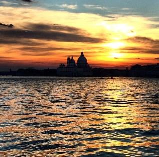 Solnedgangen på vei hjem fra båtturen