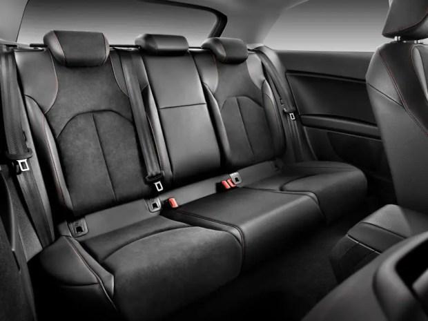 Auf den Rücksitzen haben auch Sitzriesen genug Platz